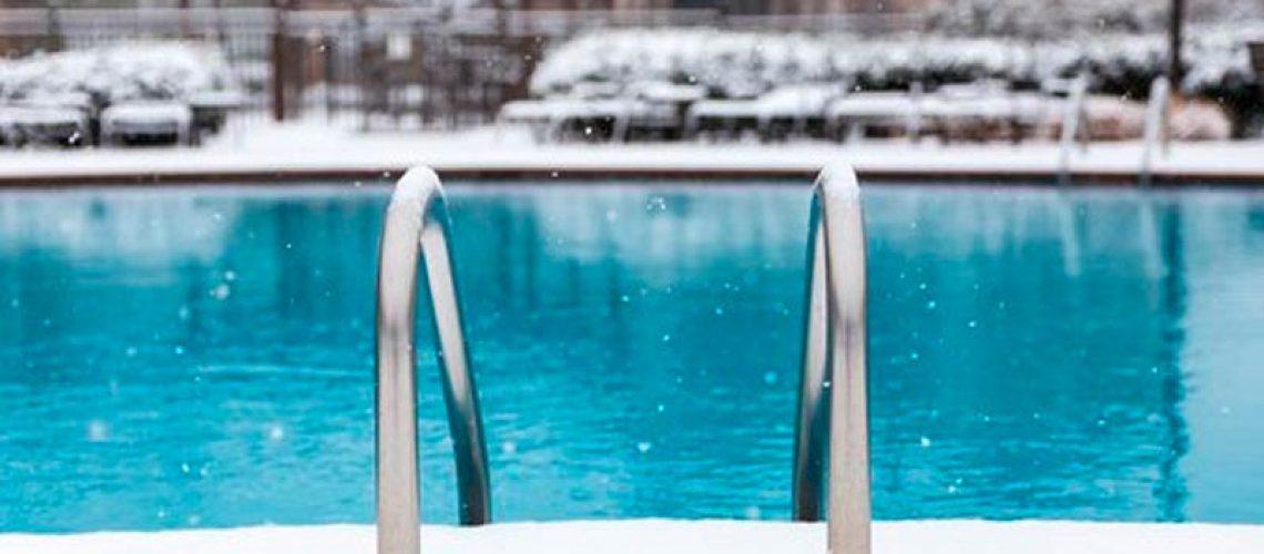 piscina en invierno